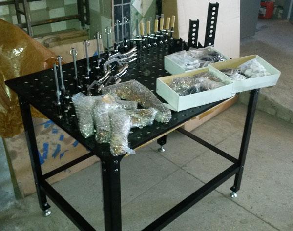 Новый недорогой сварочный стол с комплектом универсальных сборочных приспособлений (усп)